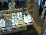 Fully extending Shoe Rack